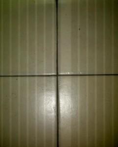 foto stesso pavimento ma con flash (le strisce sono solo un effetto visivo)