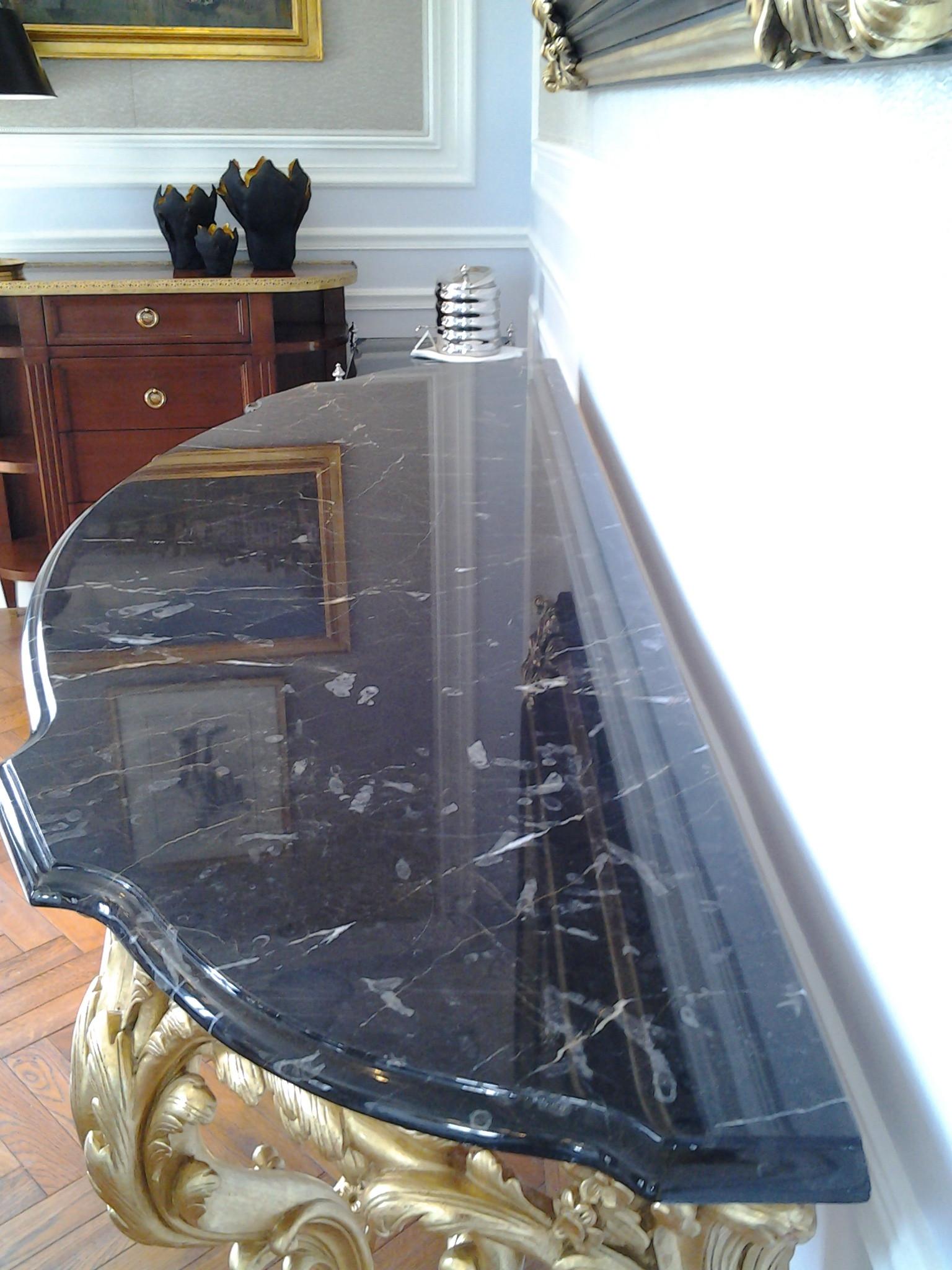 tavolino nero marquinia - hotel St. Regis