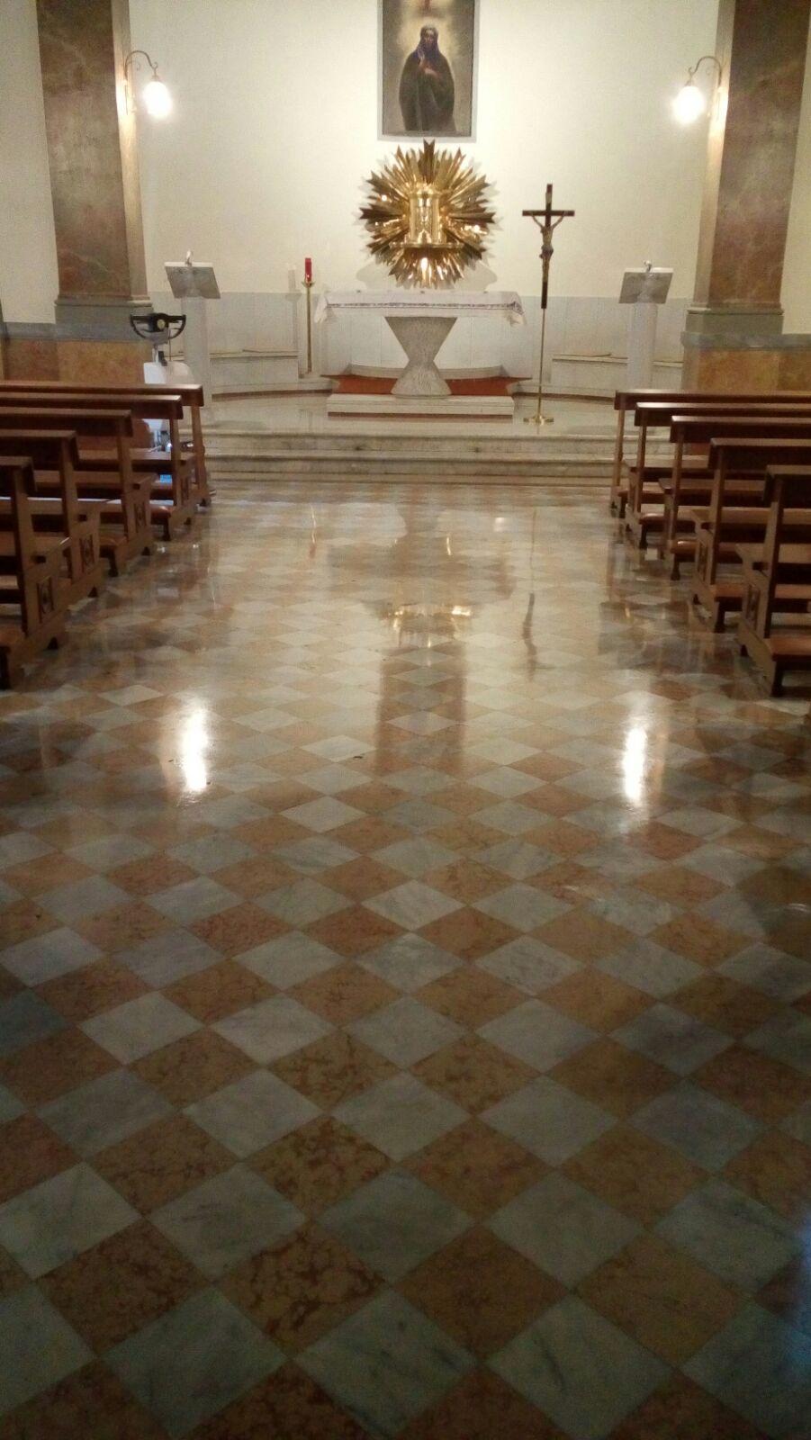 Lucidare I Pavimenti In Marmo pulizia e lucidatura a cera di pavimenti in marmo e